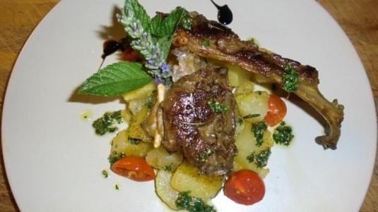 Abbacchio arrosto con patate e salsa verde