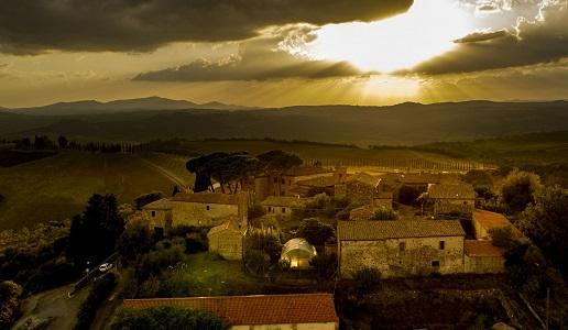 Camigliano il Borgo al tramonto