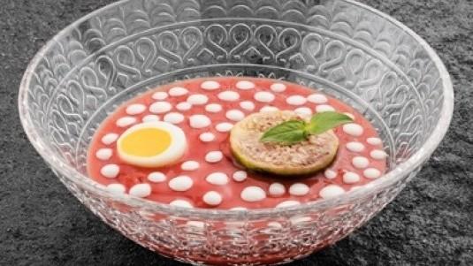 Crema di pomodoro, uovo affogato e fichi tardivi