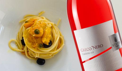 Spaghetti alla puttanesca gialla e Greco Nero Rosato 2018 Statti
