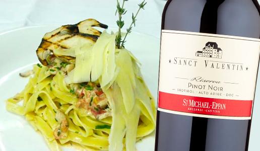 Tagliatelle con salsiccia e funghi porcini abbinato a Alto Adige Pinot Nero Riserva Sanct Valentin 2018