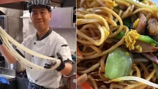 chef-Jing-Shan-del-lamian-bar-di-roma-prepara-i-lamian
