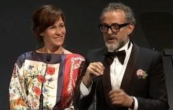 Massimo Bottura torna sul trono della ristorazione mondiale, premiato a Bilbao capolista dei The World's 50 Best Restaurants.