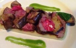 Tagliata di Black Angus con melanzane saltate e salsa al basilico