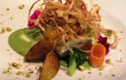 Tronchetti di pesce castagna, su crema di broccoletti siciliani e chips di porro