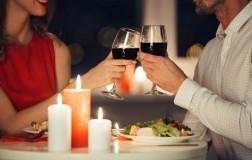 san valentino coppia innamorati a cena